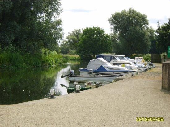 Quiet Waters Caravan Park: moorings