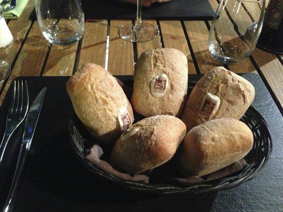 Le Mas des Aigras : pain bio avec macaron AB