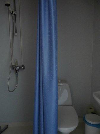 Bridgettine Convent Guest House : Bathroom.