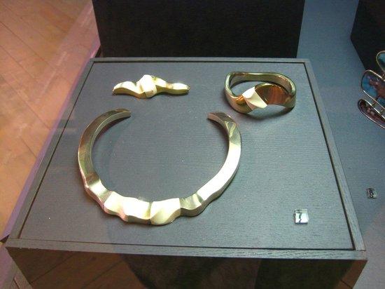 Museum of Decorative Art and Design: Silver necklace, bracelet & brooch (c.2000)