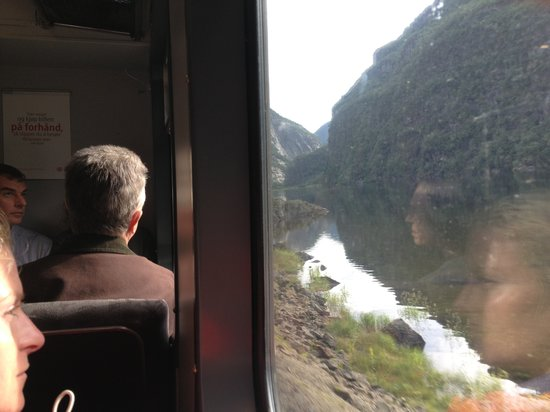 Vue par la fen tre du train de bergen voss pr f rer le for Enveloppe fenetre a gauche