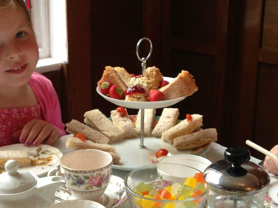 Francis Tea Rooms : Afternoon tea for my nieces to share