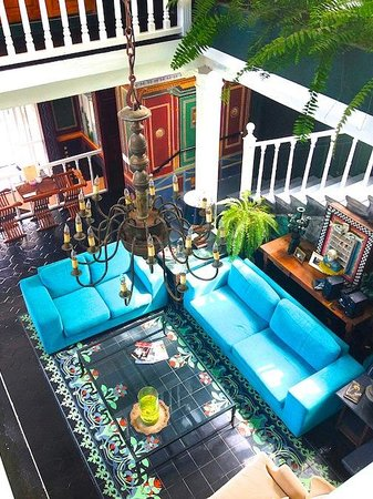 Rivera del Rio Boutique Hotel: Perched above main room with indoor dipping pool off to the side.