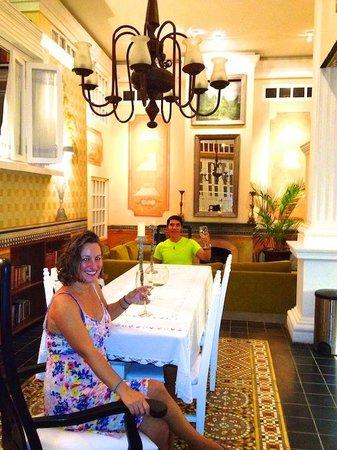 Rivera del Rio Boutique Hotel : The dining room of The Cortez apartment.