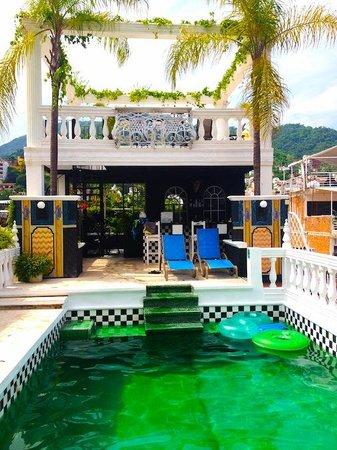 Rivera del Rio: Bar with elevated jacuzzi