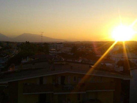 Hotel President: tramonto visto dal terrazzino camera 5 piano