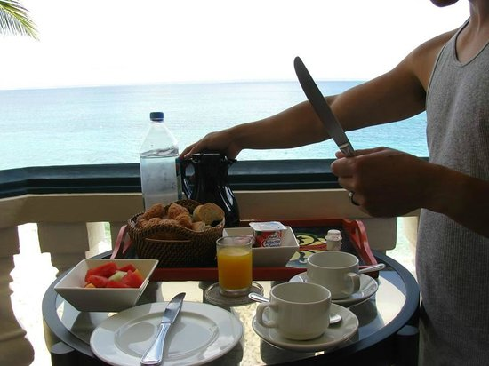 Le Petit Hotel: Continental breakfast is provided by the hotel