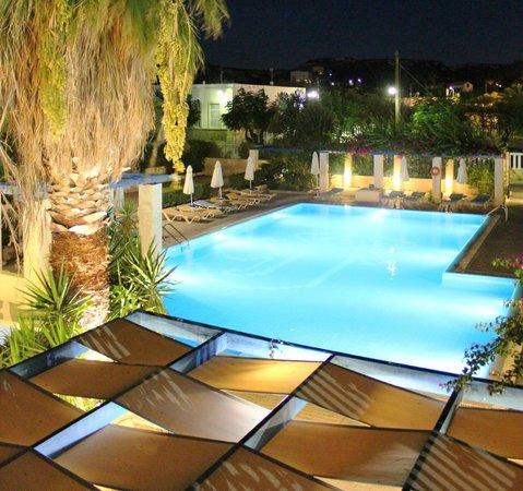 Nissia Kamares Hotel Apartments: Swimming pool