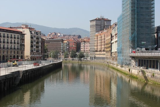 Bilbao Greeters Private Day Tours: Beautifully developed riverfront