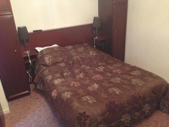 Hostellerie de Le Wast Chateau des Tourelles: bed