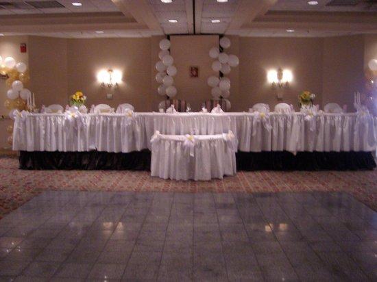 Holiday Inn Utica : Wedding Head Table