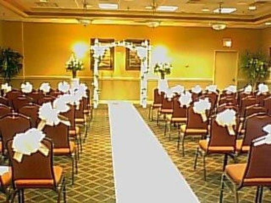 Holiday Inn Utica : Wedding Ceremony
