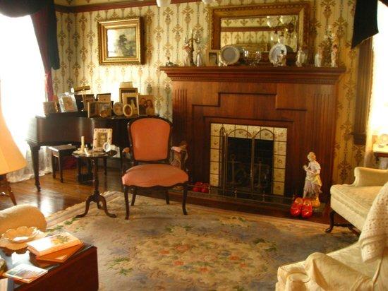 John Wesley Inn : The parlor