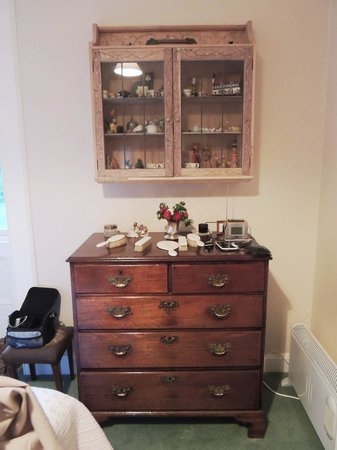 Kinkell House Bed & Breakfast: The dresser in our room