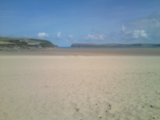 Tregirls Beach : At low tide, the 1/2 mile open expanse of beautiful sand