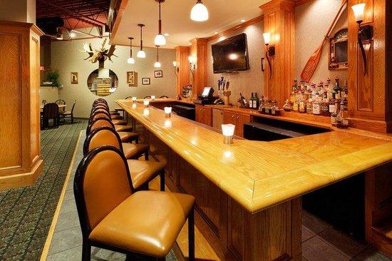 Holiday Inn Utica : Moose River Bar