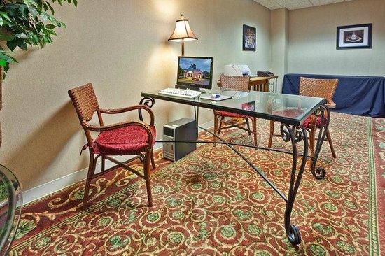 Holiday Inn Utica : Business center