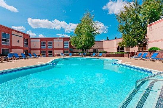 Holiday Inn Utica : Pool