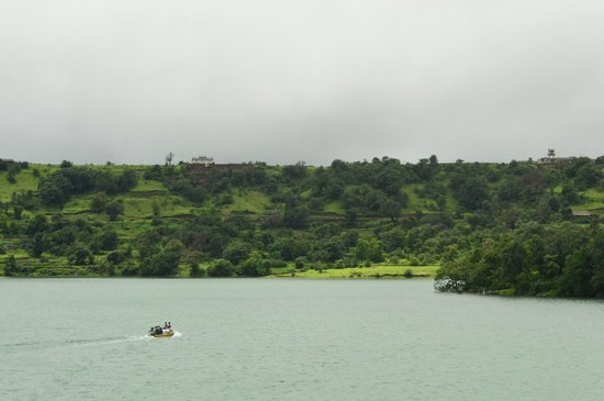 Ahmadnagar, India: Bhandardara lake