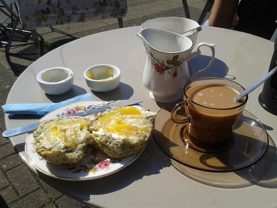 Dotty's Vintage: afternoon coffee in the sun :)