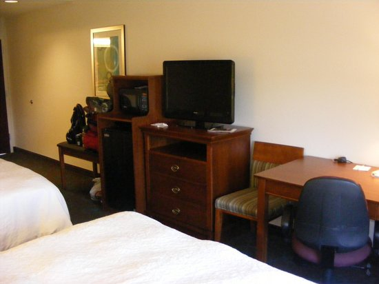 Hampton Inn Front Royal: room pic 1