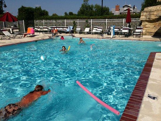 Bridgeport Resort: outdoor pool