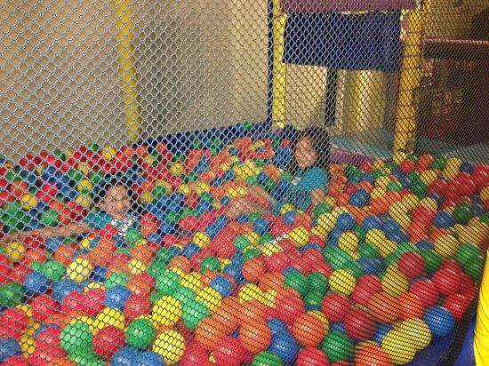 Bridgeport Resort: kids play area (video games and air hockey)