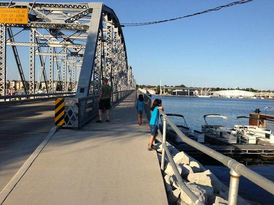 Bridgeport Resort: bridge with walkway