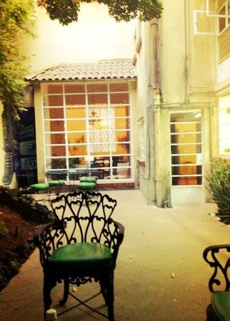 Casa Comtesse: lovely, relaxing courtyard