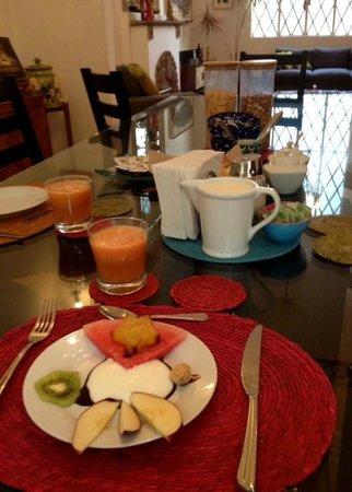 Casa Comtesse : fresh fruit starter for breakfast every morning