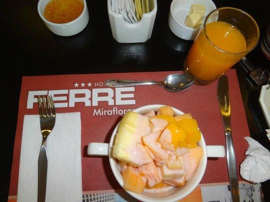 Hotel Ferre Miraflores: Desayuno con frutas riquisimas