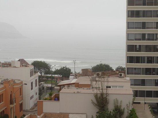 Hotel Ferre Miraflores: Vista hacia el oceano