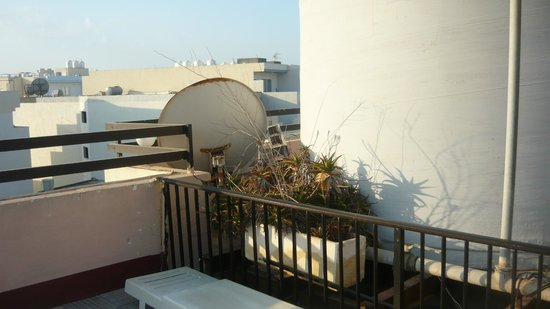 Relax Inn Hotel: ambiente terrazzo piscina