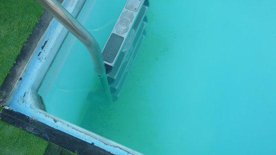 Relax Inn Hotel: scala piscina e fondo