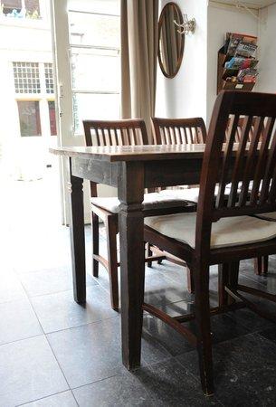 B&B Bed en Beschuit: Table apartment 1 on the ground floor