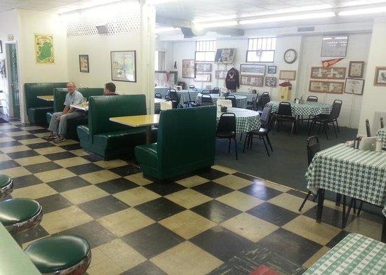 McAteer's: Main dining area