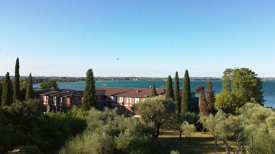 Hotel Desiree Sirmione : Vue sur le lac depuis le balcon de notre chambre