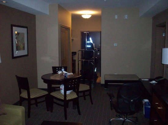 BEST WESTERN PLUS Moose Jaw: Shot from the living room to the exit door