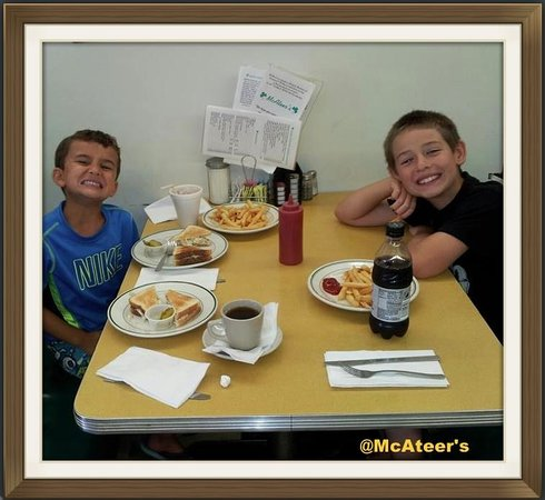 McAteer's: Kids in the booths