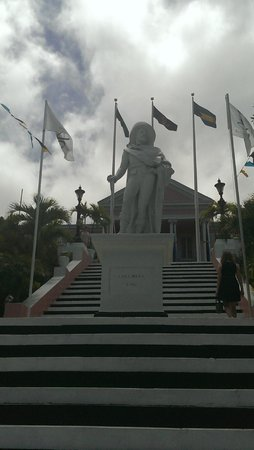 Government House: Statue of Columbus