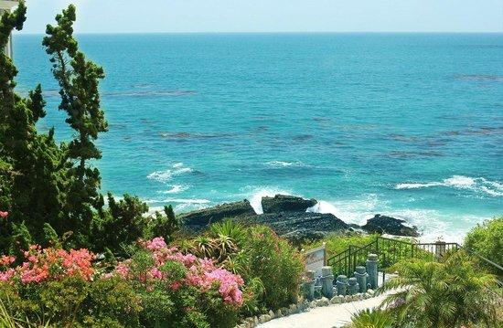 Laguna Brisas Hotel: Спуск к океану