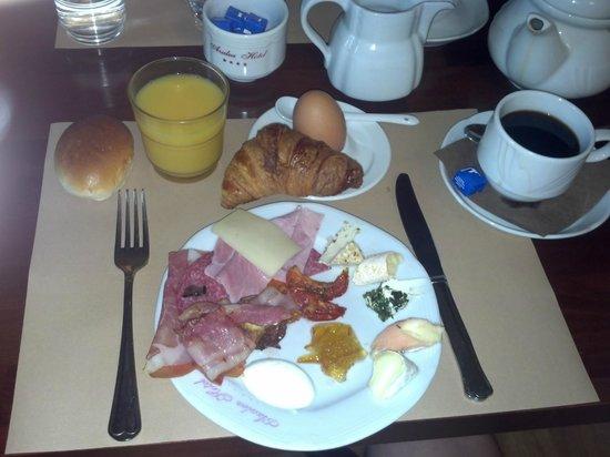 Azalea Hotel: Breakfast