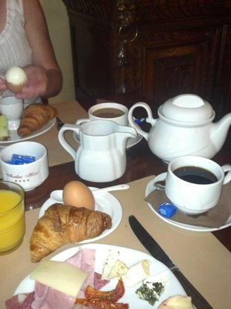 Azalea Hotel : Breakfast