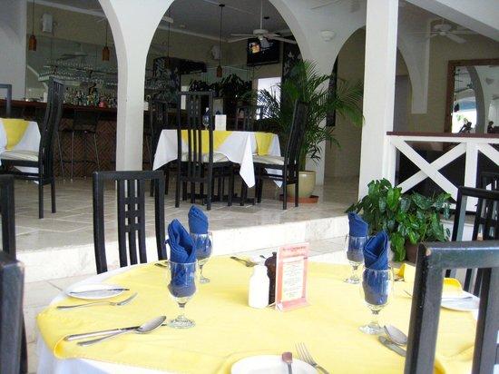 أناكونا بوتيك هوتل: Firefly, restaurant/bar located off lobby