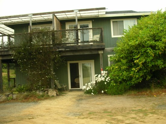 Branscomb's Bodega Bay Inn: building view
