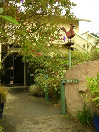 Branscomb's Bodega Bay Inn: front entrance