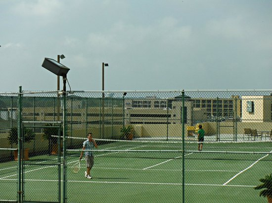 Beach Quarters Resort: Tennis anyone?