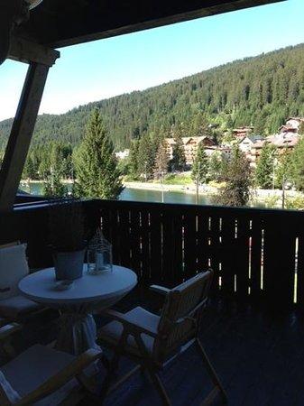 Spinale Hotel: Il bel terrazzo della camera 107 con vista sul laghetto.