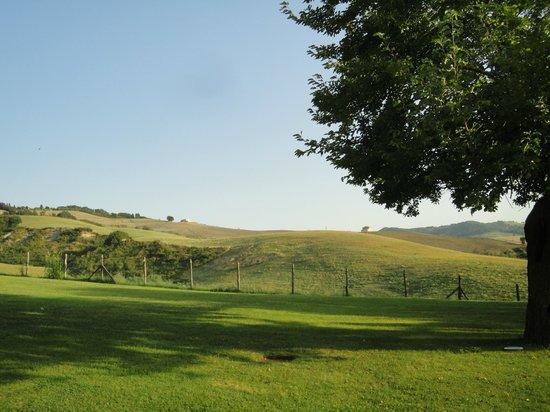 Urbino Resort - Tenuta Santi Giacomo e Filippo: Vista dalla camera Timo