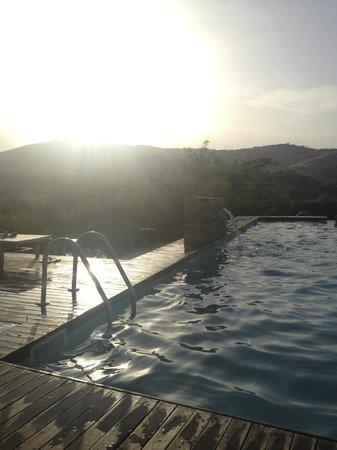 Urbino Resort - Tenuta Santi Giacomo e Filippo: piscina al tramonto